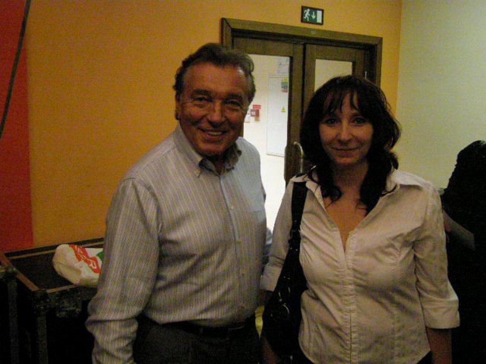 Zdeňka Suchá s Karlem Gottem po prachatickém koncertu.