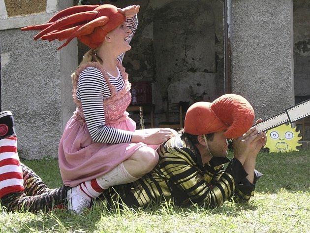 Vimperský kašpárek dorazil na arkády a pro děti přichystal pohádku na každou prázdninovou neděli.
