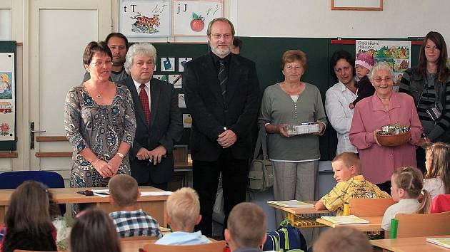 Prvňáčky přivítal nový ředitel Ladislav Vovesný.