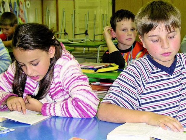 Ve škole je méně dětí, některé odešly například na gymnázium, proto se některé třídy sloučily. Ilustrační foto.