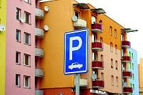 Najít na volarském sídlišti volné místo k zaparkování je stále složitější a další nebudou.