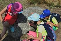 Děti mohou hledat poklad.
