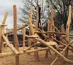Další část areálu lesních her.