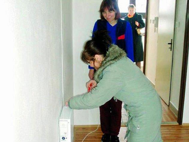 SNADNÉ SPOJENÍ.  Na systém s nepřetržitou službou napojila pečovatelská služba i jeden z bytů DPS Skalka.