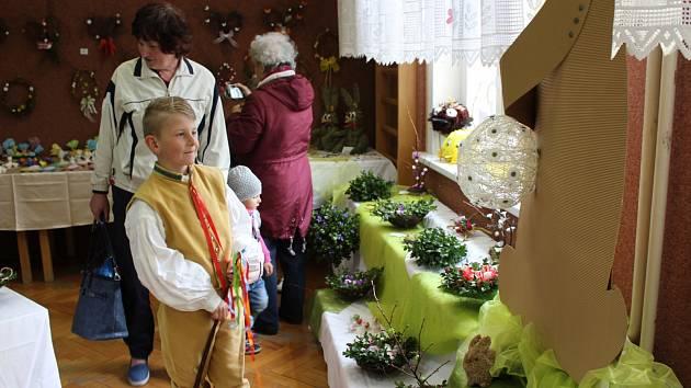 V Základní škole Vodňanská v Prachaticích začala tradiční velikonoční prodejní výstava.