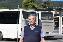 Řidič autobusu Robert Dušek z Prachatic najel dva miliony kilometrů bez nehody.