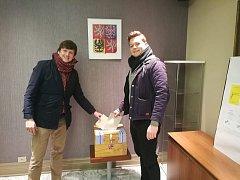 Jirka Vyskočil (vpravo) z Prachatic odjel na rok pracovat do kanadského Toronta. Volil tam i s kolegou a kamarádem Matějem.