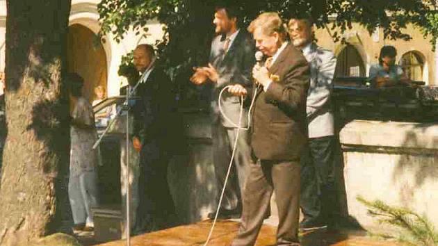 Václav Havel při své návštěvě ve Vimperku v červnu roku 1995.