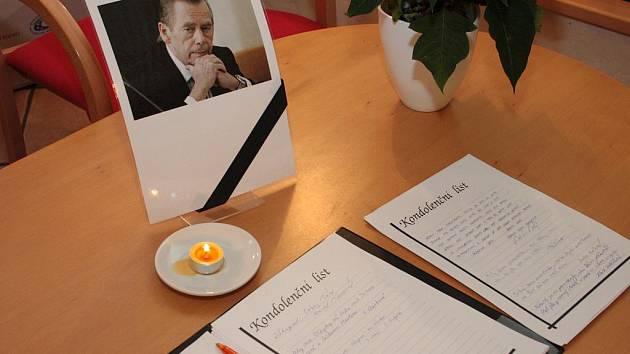 Ještě dnes máte možnost ve Vimperku, Lhenicích či Vlachově Březí vyjádřit do kondolenčních knih svou soustrast k úmrtí Václava Havla.