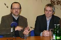 Ředitel Správy NP a CHKO Šumava František Krejčí (vlevo) a starosta Horní Plané a předseda svazu šumavských obcí Jiří Hůlka.