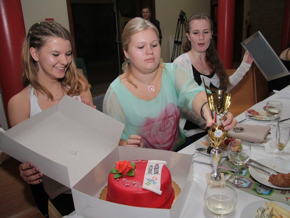 Slavnostní večer pak pokračoval vyhlášením výsledků soutěžních družstev a jednotlivců ve vložených disciplínách.