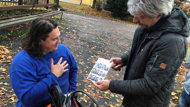 Fotky z natáčení dokumentu s názvem Jak se chovat k postiženým.