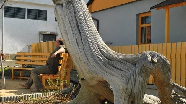 ODPOČINKOVÁ ZÓNA. O Ducha lesa se starají volarské městské lesy. Okolí mohou lidé využít k odpočinku.