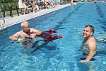 Nově otevřené bazény ve Vimperku potřebují i proškolené plavčíky. Školení těch nových se uskutečnilo přímo v bazénech v pátek, tedy třetí den ostrého provozu.