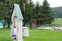 Historický hřbitov v Kvildě chce obec znovu začít využívat nejen jako pietní místo v souvislosti s původními kamennými náhrobky.