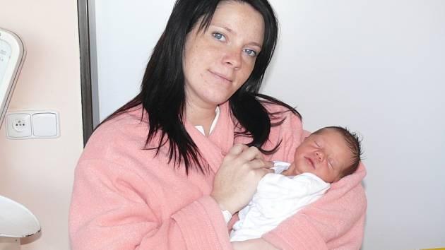 Magdaléna Chaloupková se narodila v prachatické porodnici v úterý 4. prosince v 01.35 hodin. Vážila 3030 gramů a měřila 50 centimetrů. Rodiče Ivana a Martin si dceru odvezou domů, do Truskovic.