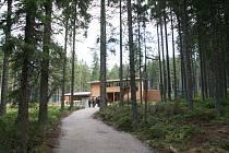 Návštěvnické centrum Správy NP Šumava v Kvildě dává možnost návštěvníkům nahlédnout do života jelena a rysa. Ilustrační foto
