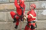 Výcvik lezecké skupiny HZS Prachatice na Husinecké přehradě.