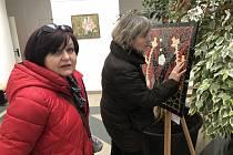 Výstava, kde k obrazům mají blízko i nevidomí.