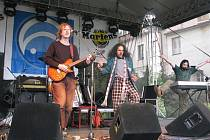 V loňském roce ze zaběhnuté rockové linie vystoupilo především seskupení První Hoře, letošní ročník nabídne i  jazz Latin Wave nebo písničkáře Václava Koubka.