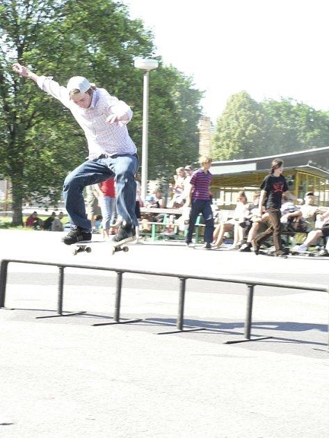 Do Prachatic se začnou sjíždět vyznavači skateboardu.