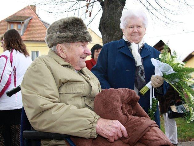 V sobotu 22. listopadu 2014 obnovili manželé Josef a Věra Čížkovi v kostele svaté Markéty ve Vitějovicích manželský slib. Oslavili tak svou diamantovou svatbu, tedy šedesát let společného života.