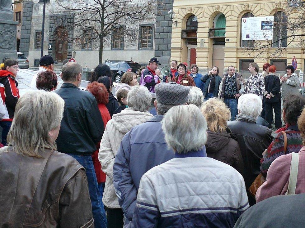 Demonstrace za nižší nájemné. Prachatice 17. listopadu.