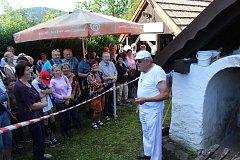 Lenorské Slavnosti chleba začaly pečením u místní historické pece.