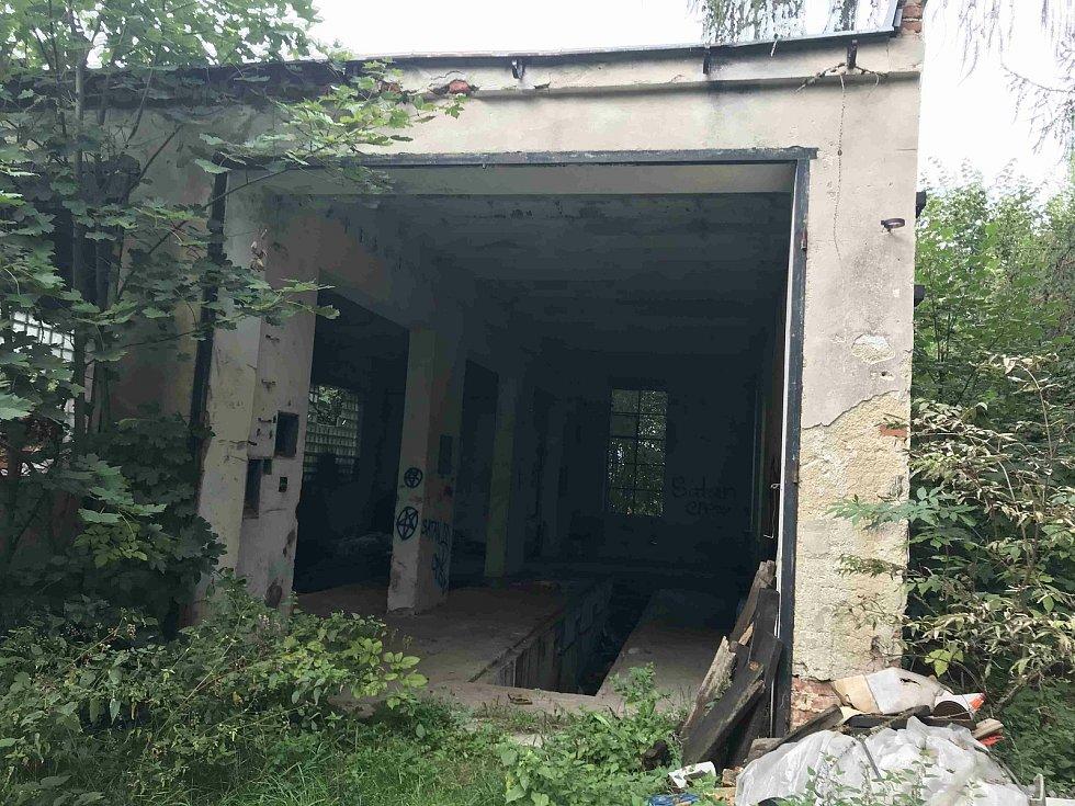 Areál Lázní sv. Markéty v Prachaticích chátrá.