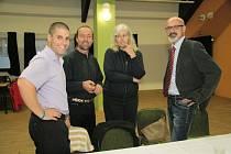 Zleva zastupitelé Ivo Rolčík (ČSSD), Martin Janda, Kateřina Jandejsková a Roman Kozák (všichni HNHRM) před zahájením ustavujícího jednání volarského zastupitelstva.