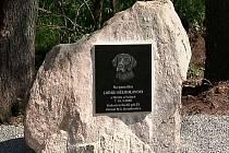 V neděli 9. května byl odhalen pamětní kamen Luďku Bělohlavovi .