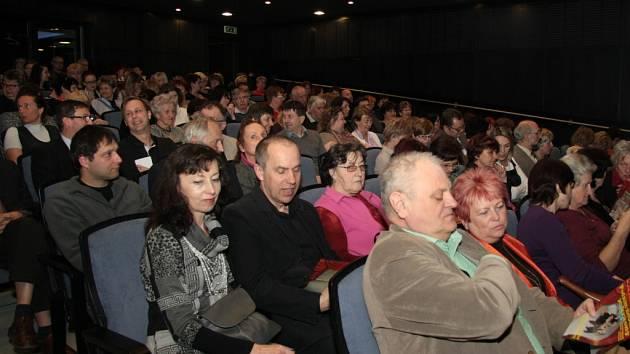 Na představení Štítu je pokaždé divadlo vyprodané.