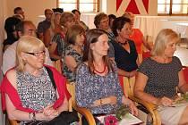 Deset učitelů z prachatických základních, středních i hudebních škol ocenil za jejich práci starosta Prachatic Martin Malý.