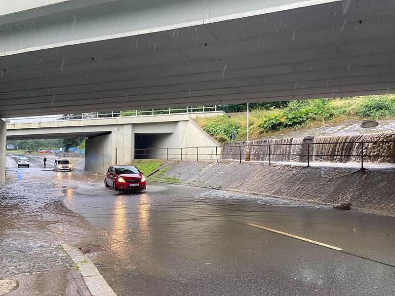 Na první povodňový stupeň se dostal Živný potok v Prachaticích. Voda tak stála pod prachatickým viaduktem.