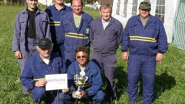Borovoladští hasiči se na závodech neztratí a na stupínku vítězů jsou jako doma. Tak tomu bylo i letos při okrskové soutěži ve Zdíkově