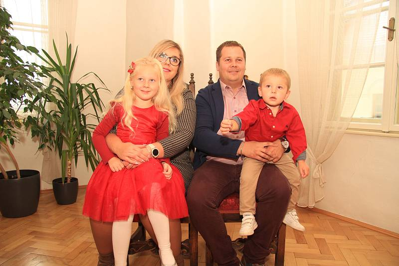 Vojtěch Kneifl s rodiči a starší sestřičkou Julií.