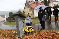 Slavnostní položení kytice u pomníku generála Patery naplánovalo vedení radnice na páteční dopoledne.