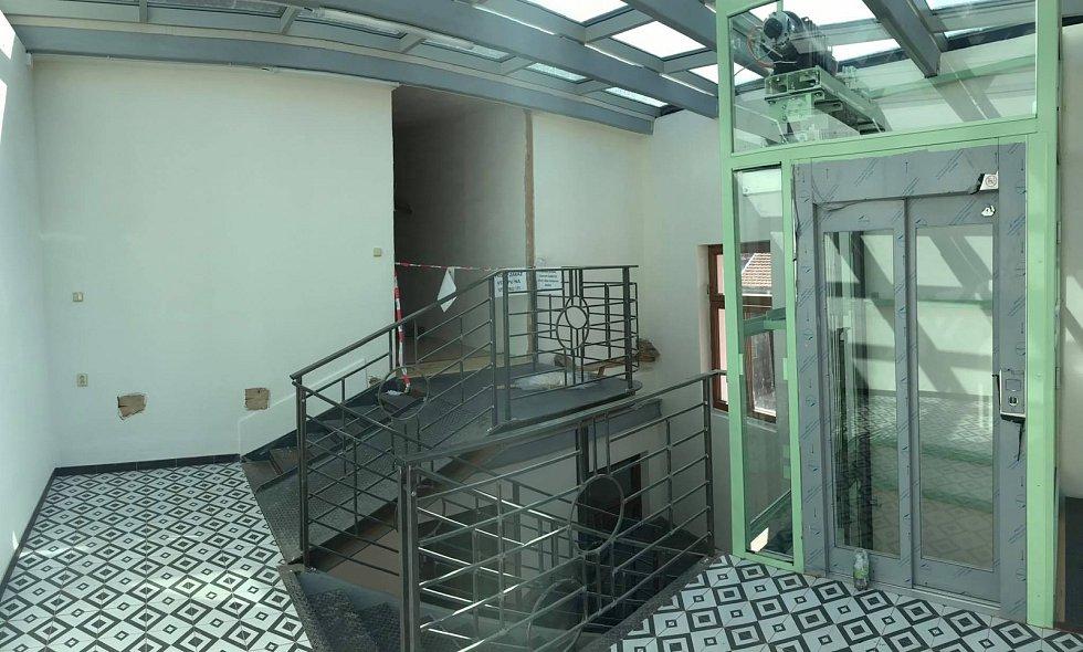 Rekonstrukce objektu v ulici Zlatá stezka pro účely Komunitního centra v Prachaticích.