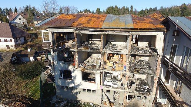 Demolice výbuchem zničeného domu v Lenoře