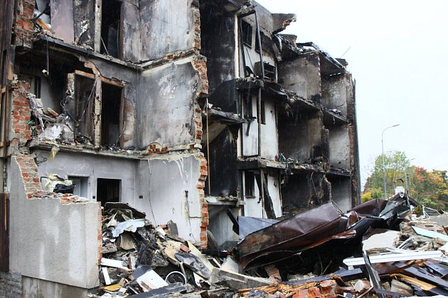 Lidé z vybuchlého domu v Lenoře strávili Vánoce jinde, hledají si bydlení