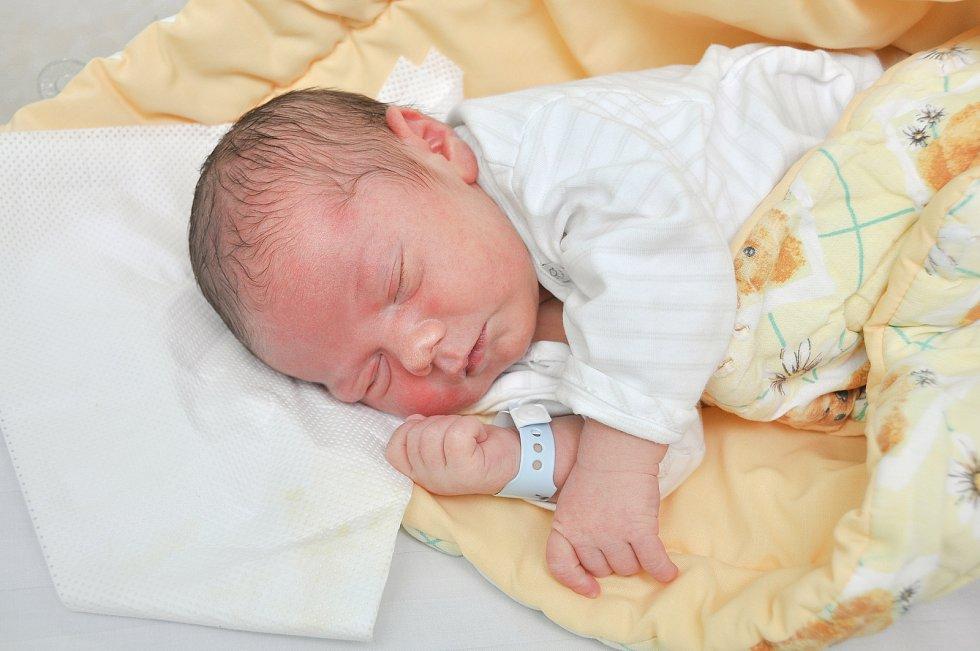 SAMÍK KOBLÍŽEK, MIŘETICE.Narodil se v pondělí 19. srpna v 13.16 hodin ve strakonické porodnici. Vážil 3810 gramů.Rodiče: Eva a Karel.