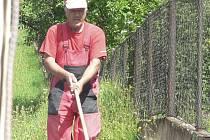 Práce na opravách chodníků ve Čkyni.