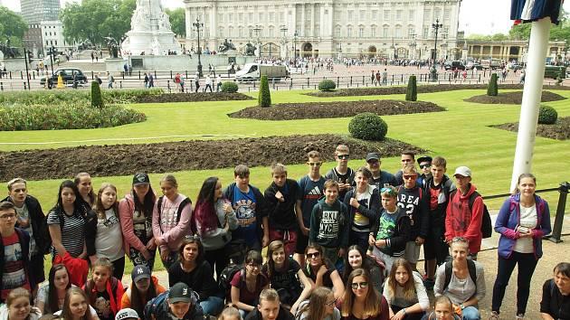 Školáci z prachatické Vodňanky vyrazili na výlet do Anglie.