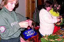 VÁNOČNÍ  POVÍDÁNÍ. Ve Stožci se konalo tradiční Vánoční klábosení. Bavili se při něm všichni.