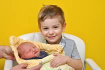 ANTONÍN VACHTFEITL, ČKYNĚ. Narodil se v pondělí 18. února ve 12 hodin a 15 minut ve strakonické porodnici. Vážil 3600 gramů. Má sourozence Terezku (19 let) a Matyáška (3 roky). Rodiče: Lucie a Radek.