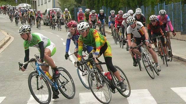 Prachaticemi dnes odpoledne projížděl cyklistický závod tří zemí.