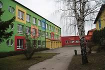 Lhenice, budova Základní a mateřské školy. Ilustrační foto