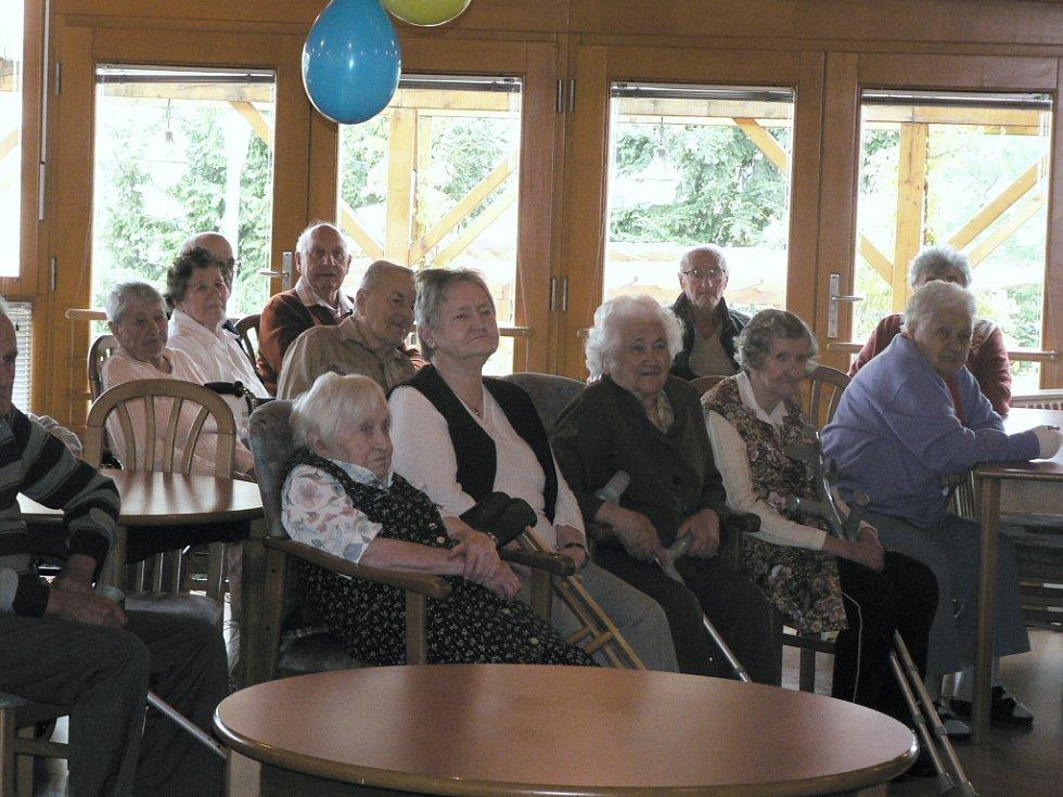 V úterý 5. května oslavili senioři v Domově seniorů Mistra Křišťana v Prachaticích sedmdesáté výročí jeho založení.