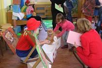 Klauni u zápisu do školy se líbili dětem i rodičům.