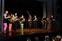 Volarský SaxWork na pódiu Městského divadla v Prachaticích.